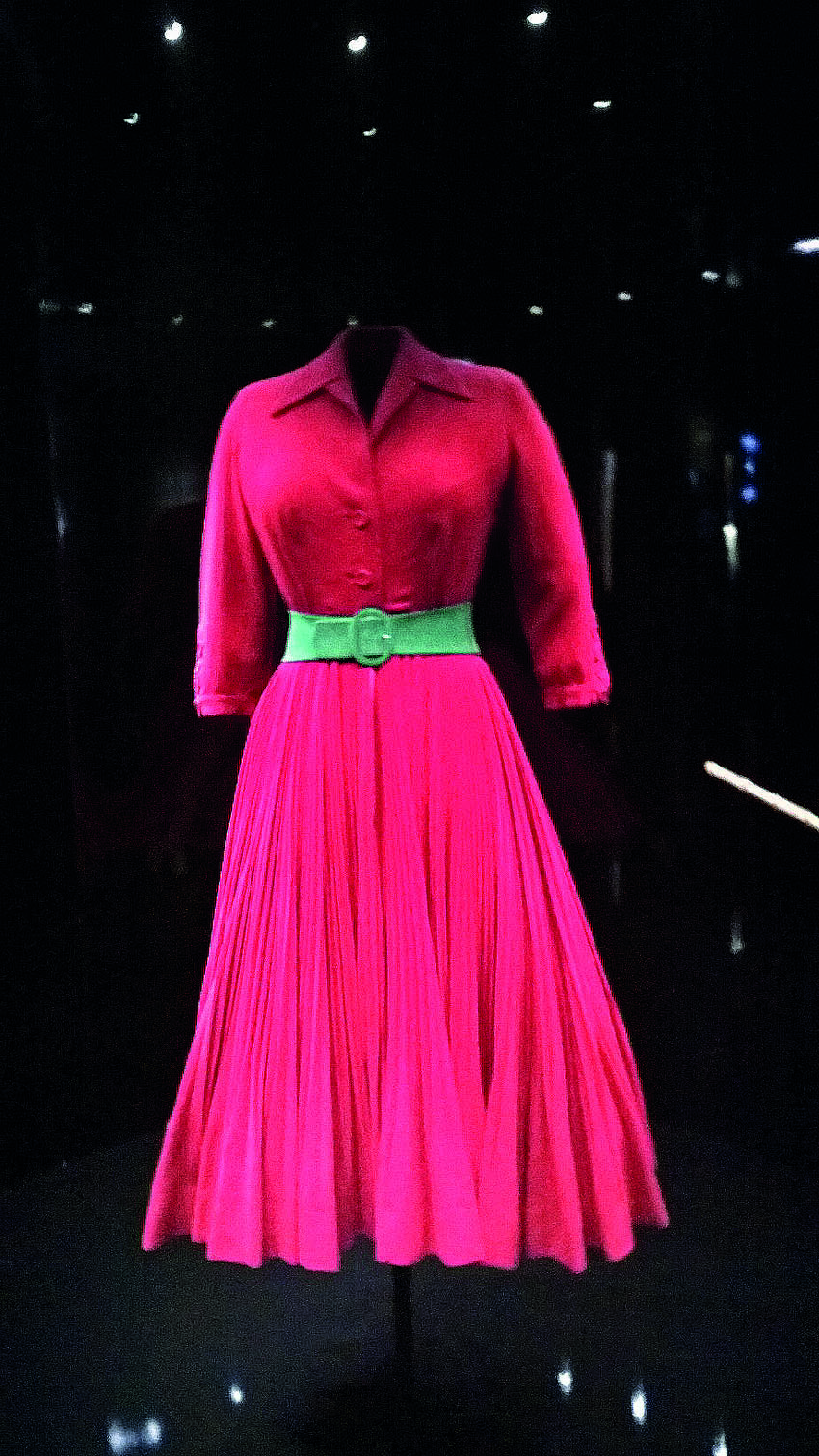 'Diablesse' by Cristian Dior, Haute Couture Fall-Winter 1947    'Satin red' pleated wool afternoon dress;