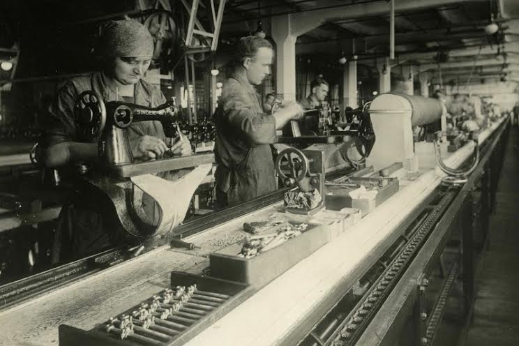 The Singer production line around 1928    ©West Dunbartonshire Council Libraries and Cultural Services